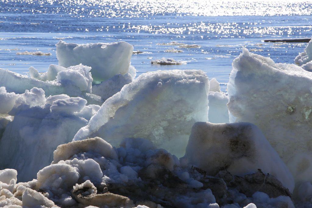 В Игарке наблюдается активный ледоход, причалы Дудинки затоплены: вода прибывает.