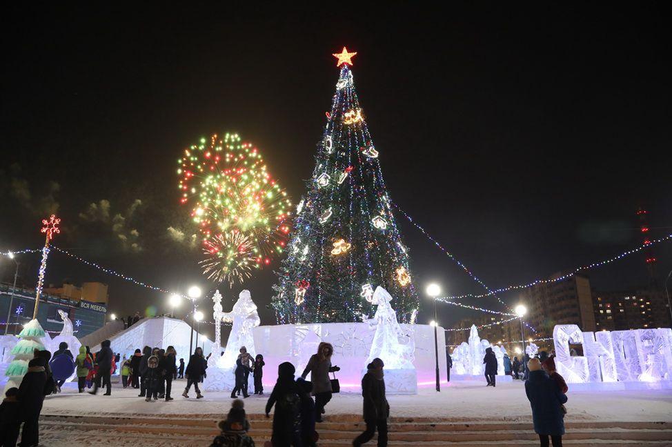 15 дней осталось до Нового года! Во всех районах Норильска в минувшую субботу открылись снежные городки.