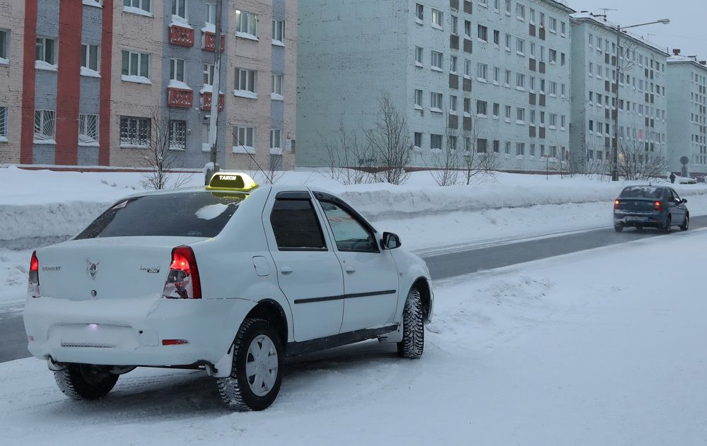 При трудоустройстве в такси потребуется справка об отсутствии судимости.