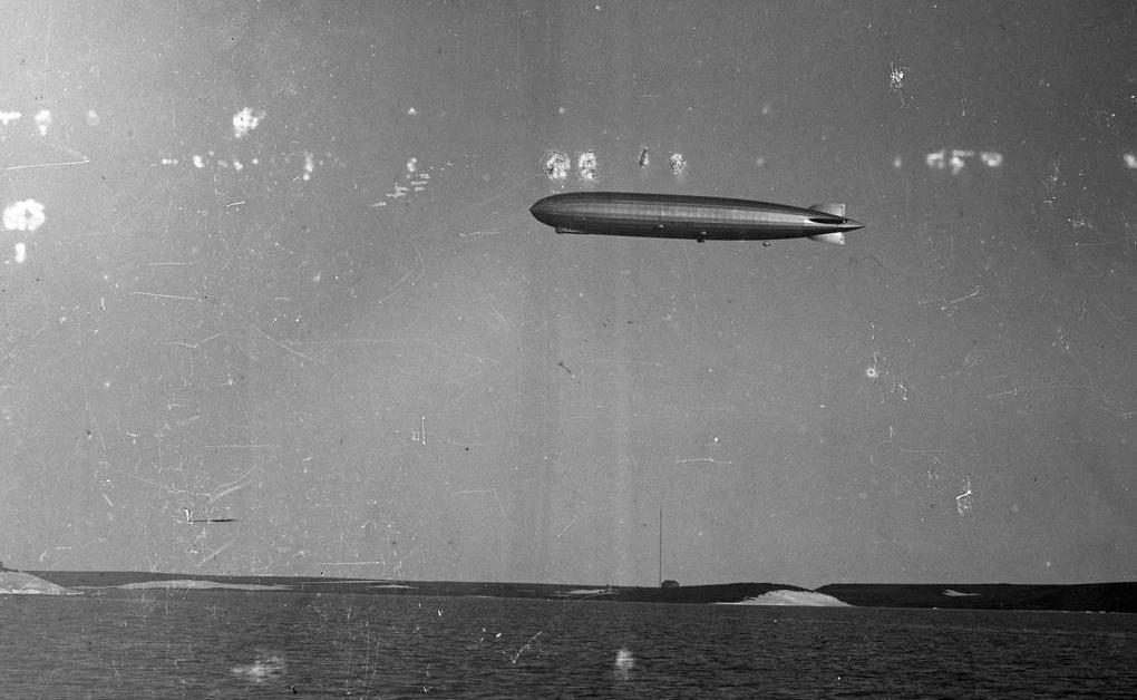 В фондах Красноярского краеведческого музея обнаружили фото дирижабля над Диксоном