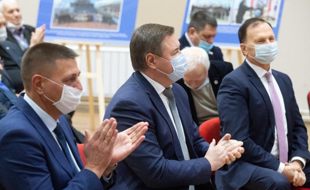 В красноярском Институте нефти и газа открылась фотовыставка «Енисейский Север. Хроники освоения Арктики»