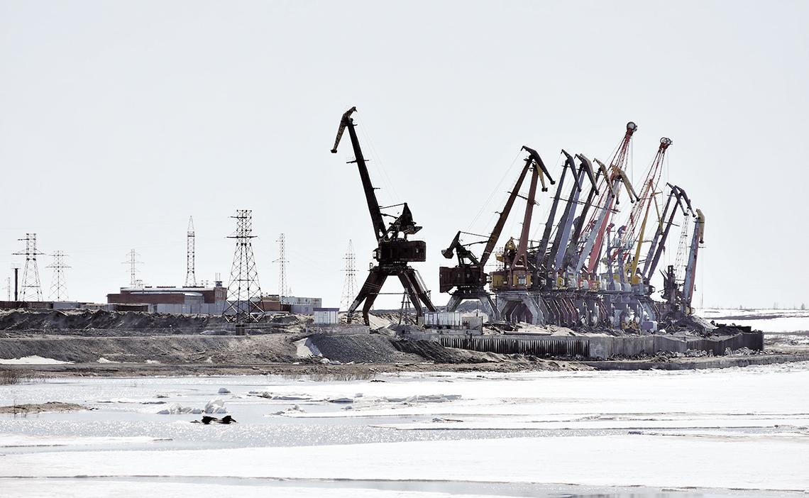 Заполярный транспортный филиал «Норникеля» восстанавливает дудинские причалы после паводка на Енисее