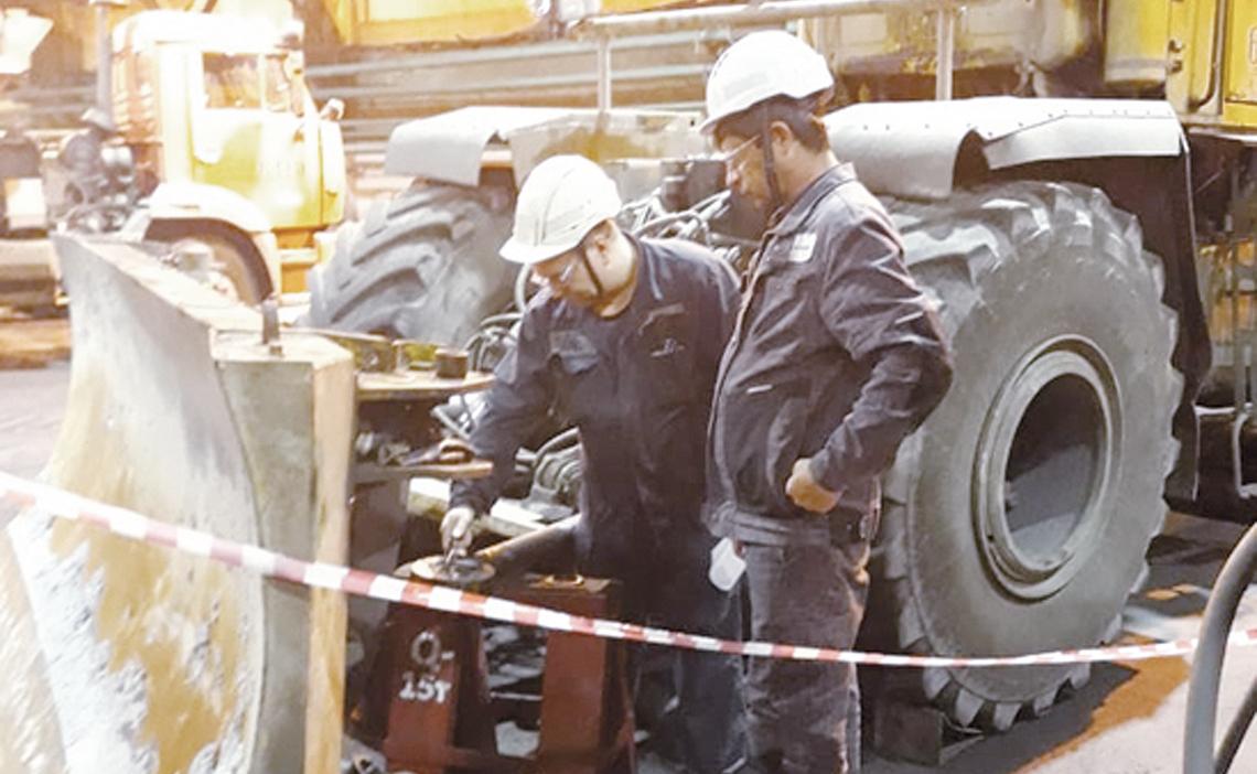 У специалистов участка по ремонту дорожно–строительных машин «Норильсктрансремонта» работы всегда хватает