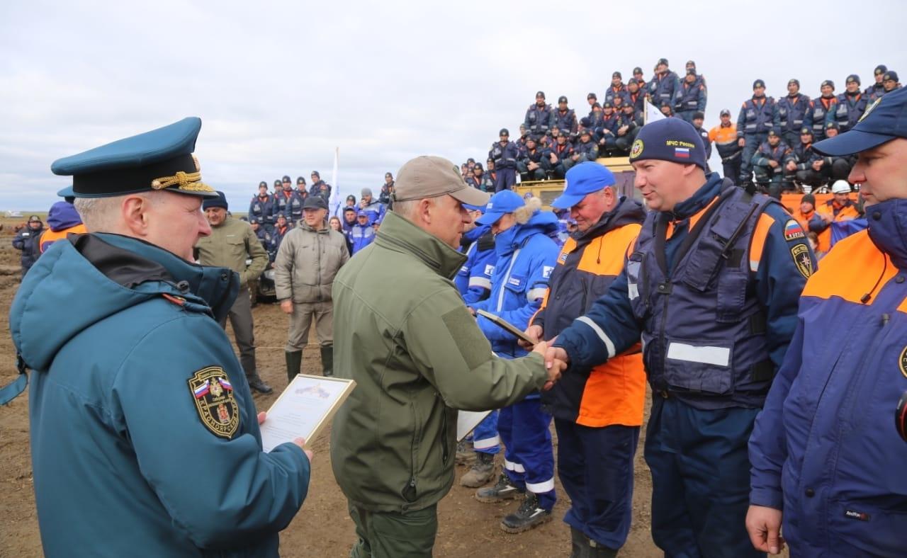 Глава МЧС России Евгений Зиничев поблагодарил спасателей за работу по ликвидации разлива дизтоплива под Норильском