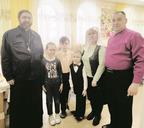 Встреча в «Семейной беседке» воскресной школы.Новиковы вместе с батюшкой Алексеем и крёстной АрсенияЕкатериной