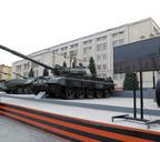 Благодаря стараниям Лозинского на площади Памяти Героев появилась военная техника