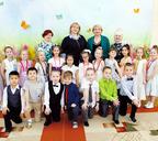 Воспитанники группы «Солнышки–подсолнышки» со своими наставницами
