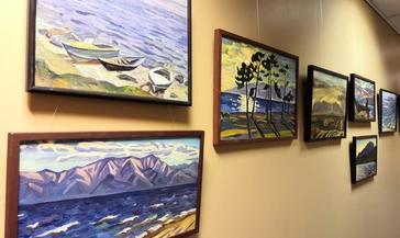 В публичной библиотеке открылась выставка картин красноярской художницы Елены Исайкиной