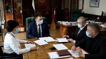 Дмитрий Карасев провёл рабочую встречу по вопросам ремонта в квартирах, предоставленных детям-сиротам