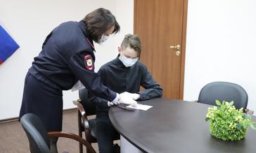 Юным норильчанам торжественно вручили паспорта