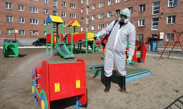 Начинается обработка детских площадок дезинфицирующими средствами