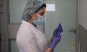 Бесплатно вакцинироваться теперь можно и в частной клинике